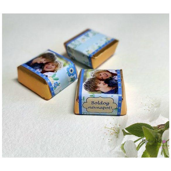 Kék virágos kockacsoki- dekoráció