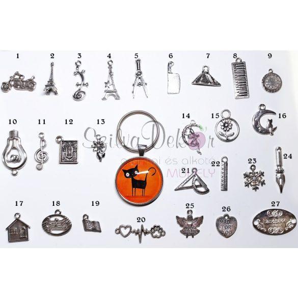 """""""Fekete macska"""" üveglencsés kulcstartó"""
