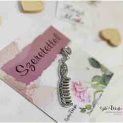 Fésű fém medál mágneses ajándékkártyával