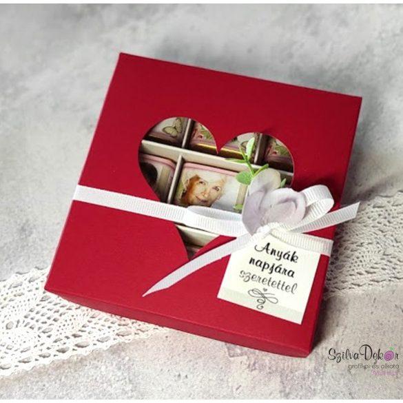 Anyák napi szíves 9 darabos fényképes csoki piros ablakos dobozban